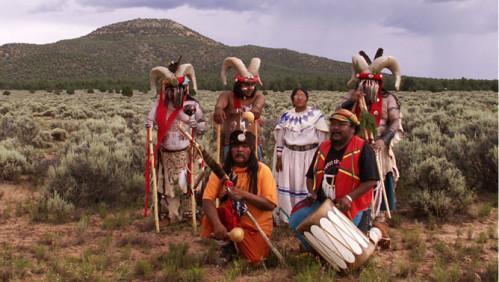 Les gardiens havasupai avec la montagne red butte au fond
